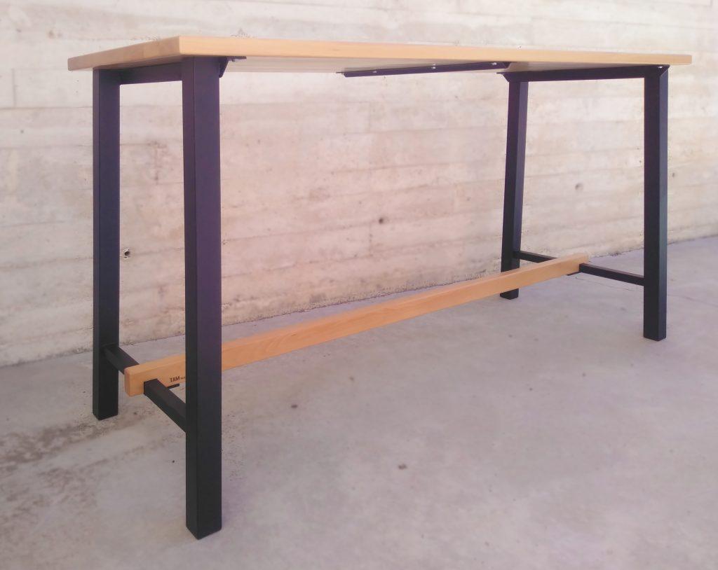 Mesa alta de diseño, Encimera de haya maciza con bastidor laqueado en polvo.